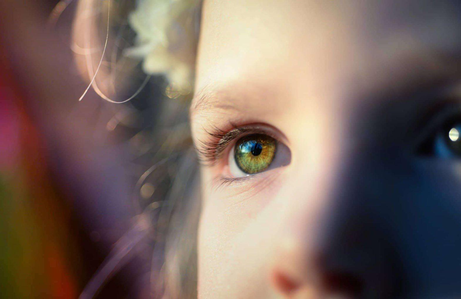 foto menina olhando chamado ultraciencia uc terapia japonesa eht Curso Teste Gratuito - Tudo sobre o que poderá aprender em pouco tempo e muito mais