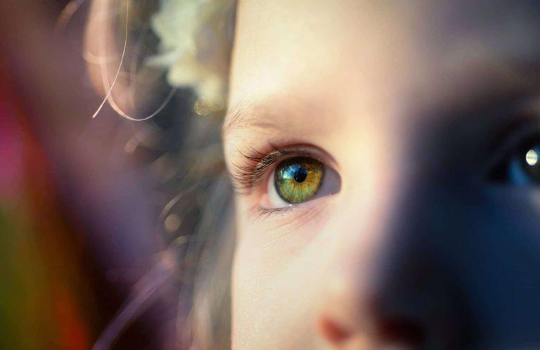 foto menina olhando chamado ultraciencia uc terapia japonesa eht Associe-se a MindUniverse